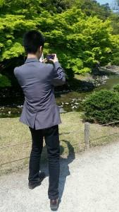 写真を撮る私(友人提供)